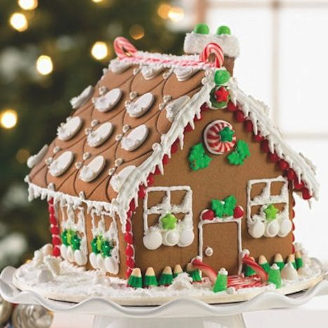 Gingerbread House....nothing smells better on Christmas day than Gingerbread & sugar cookies...