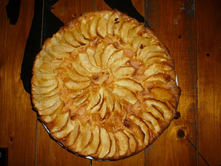 Tarta de manzana. http://encasillando.blogspot.com.es/2013/04/receta-bizcocho-de-manzana.html