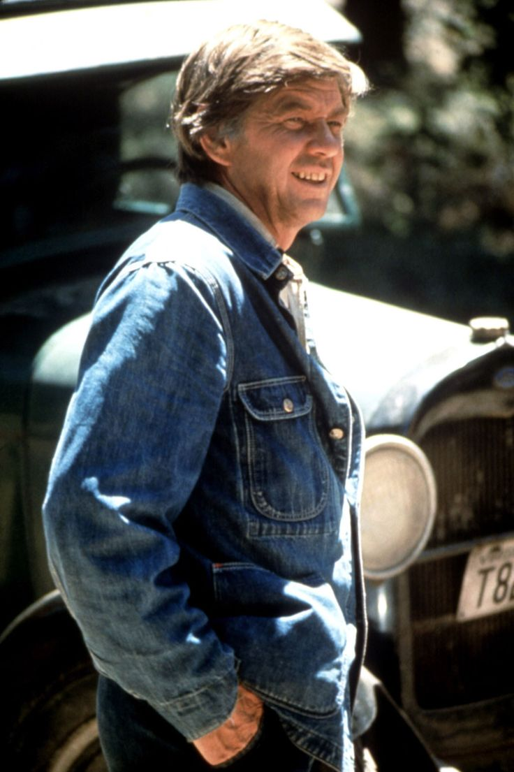 Hollywood's Notable Deaths of 2014 / Ralph Waite Ralph Waite, who was beloved to TV viewers as the ultimate father figure, John Walton, on The Waltons, died on Feb. 13 at his home in South Palm Desert.