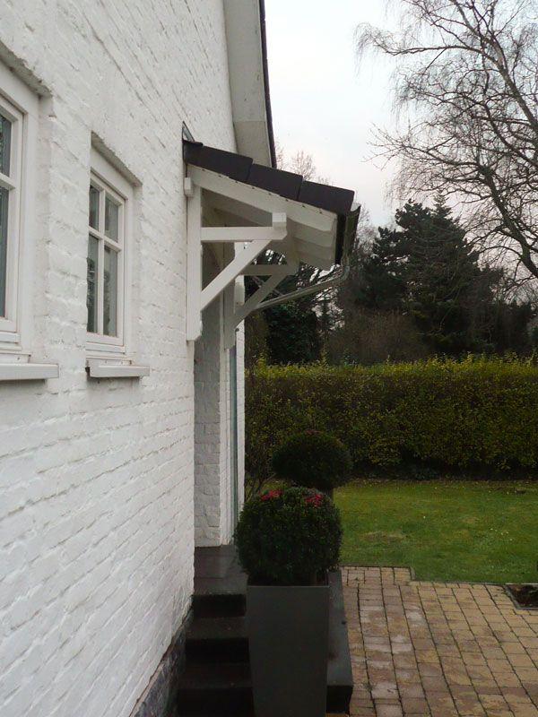 Das Vordach Schwarzwald ist das kleinste der verfügbaren Pultdächer unserer Vordachserie.