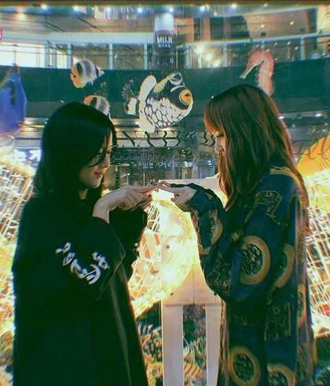 #Jisoo #Lisa #Blackpink