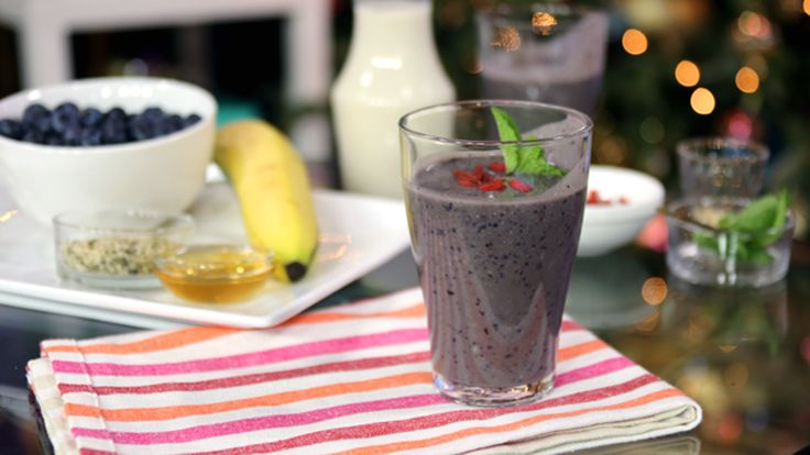Nutritionist, Julie Daniluk, shares four great smoothie recipes to help handle the holidays from detoxing to boosting energy.