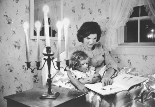 JACKIE: Jackie Kennedy, Mothers Day, Life, Kennedy Onassis, Kennedy Reading, Jacqueline Kennedy, Daughters Caroline, Photo, Hyanni Port