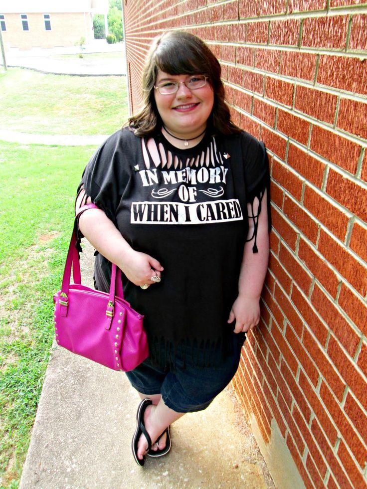 Unique Geek: Plus Size OOTD: Sassy Tee #plussizeootd #plussize #plussizefashion #sassytee #summeroutfit