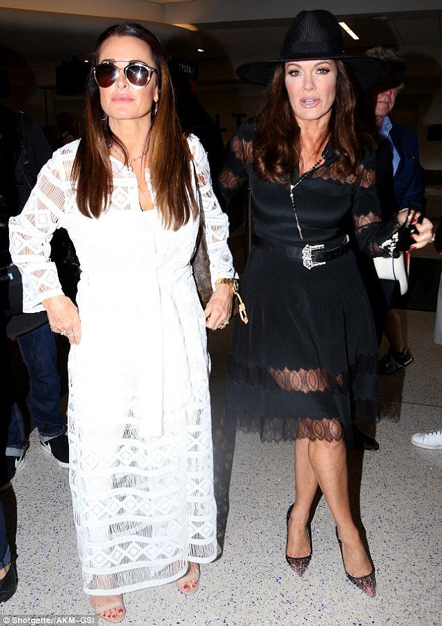 Real Housewives' Kyle Richards and Lisa Vanderpump catch a flight out of LA | Daily Mail Online
