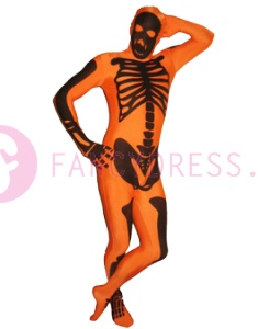 """Dit Morphsuit Oranje Skelet kostuum is een speciaal voor deze Halloween ontworpen outfit.    Onze originele Morphsuits hebben eigenlijk geen uitleg nodig, de foto's vertellen alles.  U kunt """"door het pak heen"""" onbelemmerd drinken en om u heen kijken zonder uw identiteit prijs te geven."""