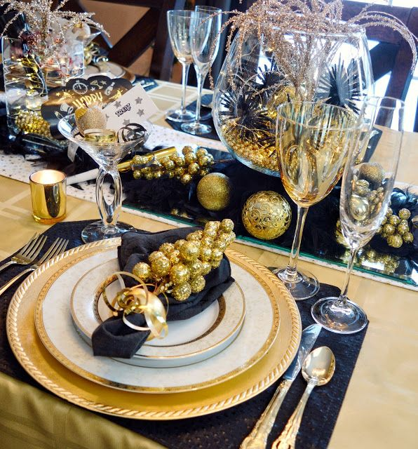 New Year S Eve Gold Black Tablescape New Years Dinner Party New Years Eve New Year Table