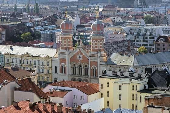 Plzeň, République Tchèque. Plzeň est une ville à la très bonne réputation industrielle. C'est de là que viennent l'entreprise Skoda et la bière Pils. Cette ville est Capitale européenne de la culture et organise près de 50 grands événements dans les lieux publics. Elle propose également 600 activités variées tout au long de l'année.  klug-photo/Getty Images