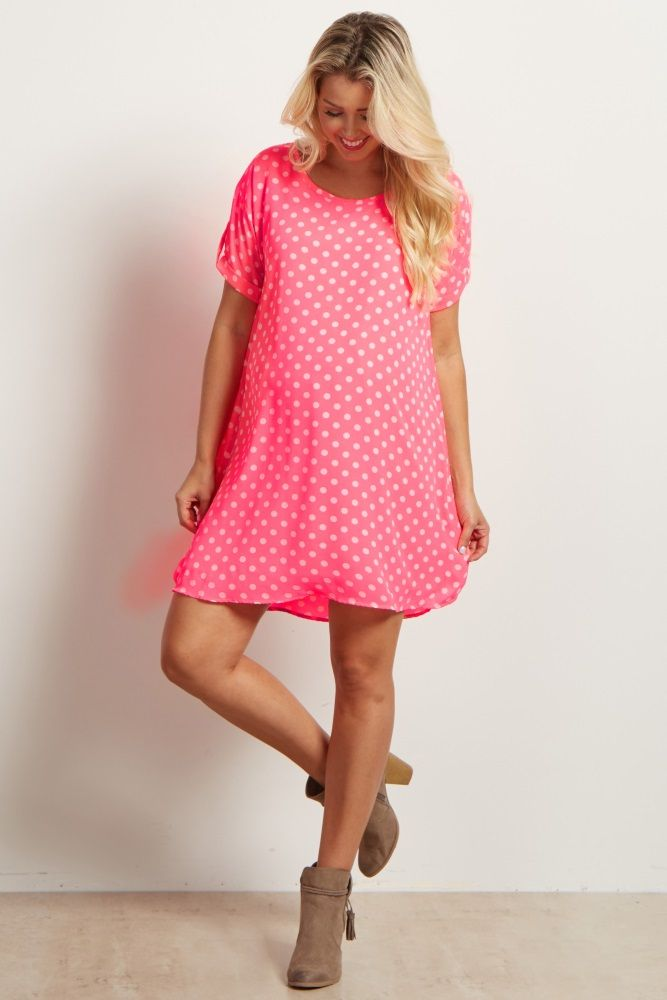 This polka dot maternity dress is so adorable! We just love how vibrant and fun this short sleeve maternity dress is. It's the perfect thing to wear on a casual day out, just pair with your favorite ankle boots.