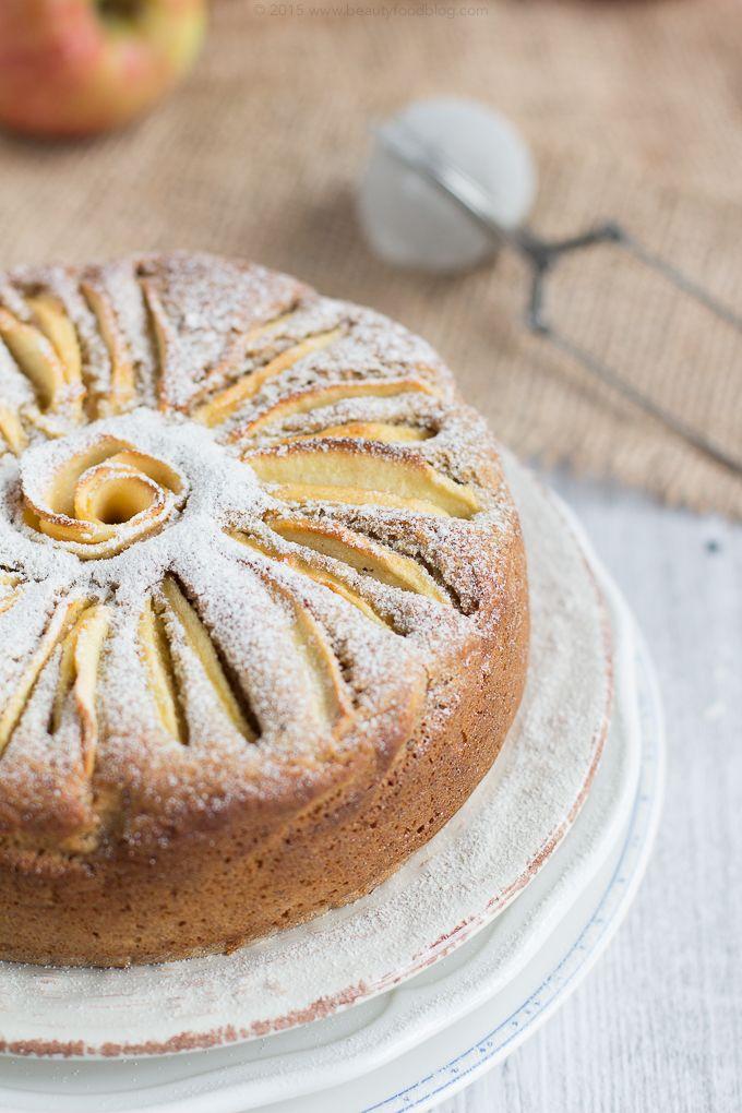 Deliziosa torta di mele Vegan Senza Glutine con mandorle e farina di grano saraceno.Perfetta per una colazione sana e light con basso indice glicemico.