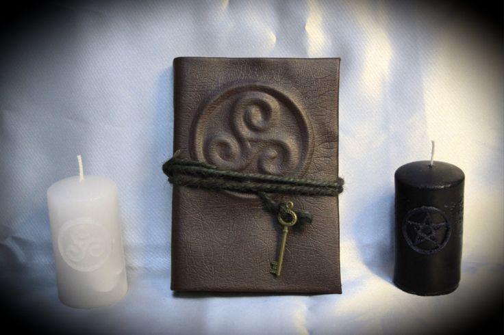"""Libro delle Ombre """"Brown Triskelion"""" di LittleSorcerer su Etsy"""