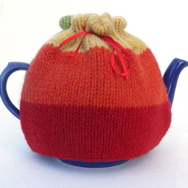 A really simple, easy tea cosy knitting kit for you to make or give as a gift. #purewool #teacosy #knittingkit #Scotland