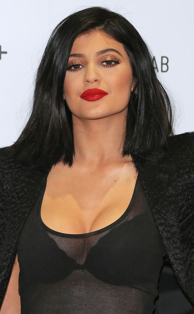 Kylie Jenner Tries (and Fails) to Successfully Contour Her Cleavage at Beauty Event—See the Makeup Malfunction!  Kylie Jenner, Nip + Fab