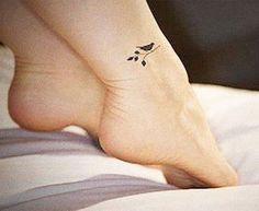 Tatuajes pequeños para mujeres: frases, elegantes y tras la oreja
