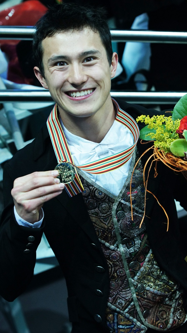 Patrick Chan showing his gold medal for his world record performance at the 2011 ISU World Figure Skating Championships in Moscow, Russia.