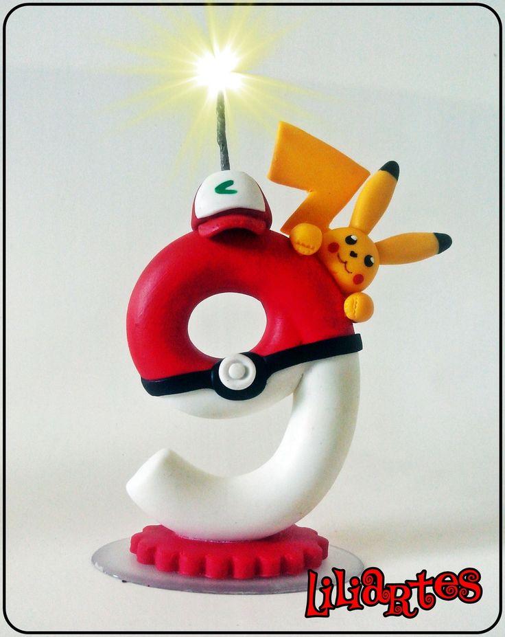 Vela numeral estilizado, inspirada no desenho animado e game Pokémon.by Nintendo, Game Freak (Satoshi Tajiri, Ken Sugimori), Creatures Inc., The Pokémon Company.  Concepção do modelo da vela e confecção em biscuit: Liliane Bradbury/Liliartes.  *Totalmente feito a mão, sem uso de moldes  *Cópias n...