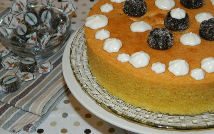 LA FLUFFOSA CON LE BONELLE   Ricette con Le Bonelle Gelées INGREDIENTI: 150 g di zucchero 150 g di farina 2 uova 90 ml di acqua scorza di limone 60 g di olio di semi 1/2 bustina di lievito per dolci 1 pizzico di sale vanillina aroma di vaniglia Per decorare: 1 ricottina 1 cucchiaio di zucchero Le Bonelle Gelées Liquirizia  PREPARAZIONE: Prepariamo insieme la nostra Fluffosa in collaborazione con la Fida candies: prima di tutto, separate i tuorli dagli albumi montate questi ultimi a neve ...