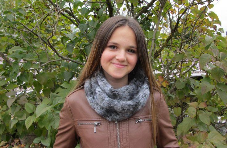 Snood, tour de cou, écharpe tubulaire tricoté en laine grise - tricoté main - automne/hiver 2016 : Echarpe, foulard, cravate par kikoune-creations