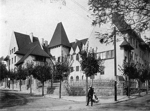 http://hg.hu/cikkek/varos/12774-szazeves-iskolapalotak-budapesten