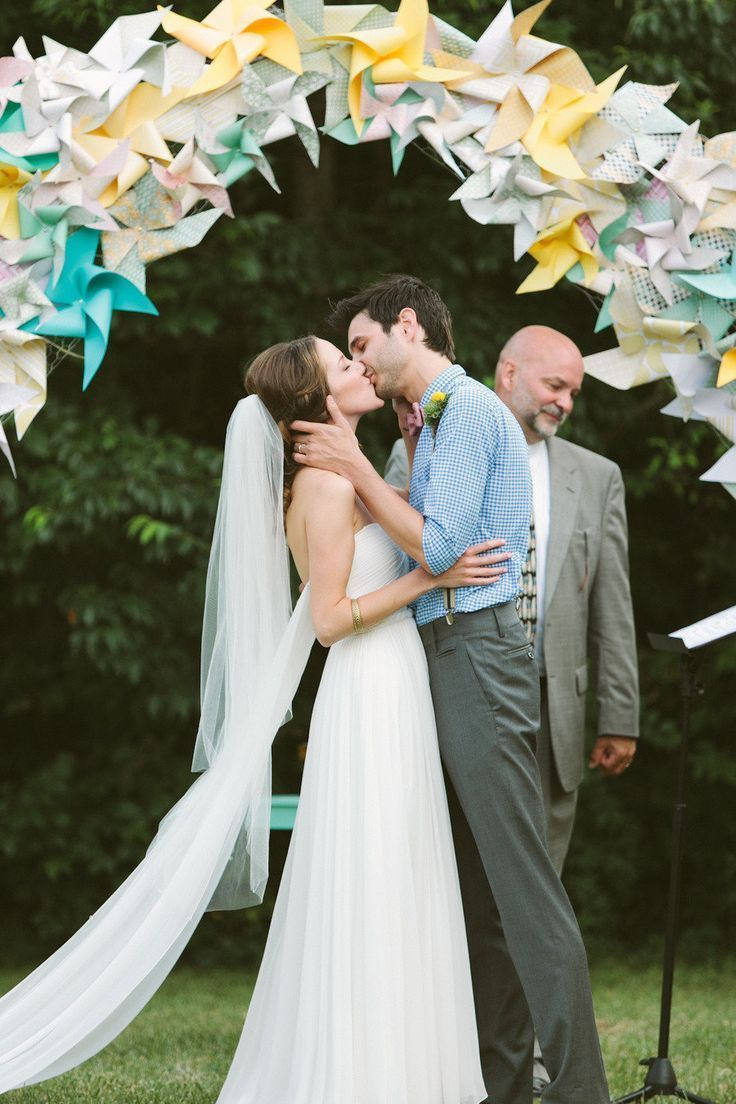 Love, love, love this paper pinwheel wedding altar. So fun! {Photo by Brandon Chesbro via Project Wedding}