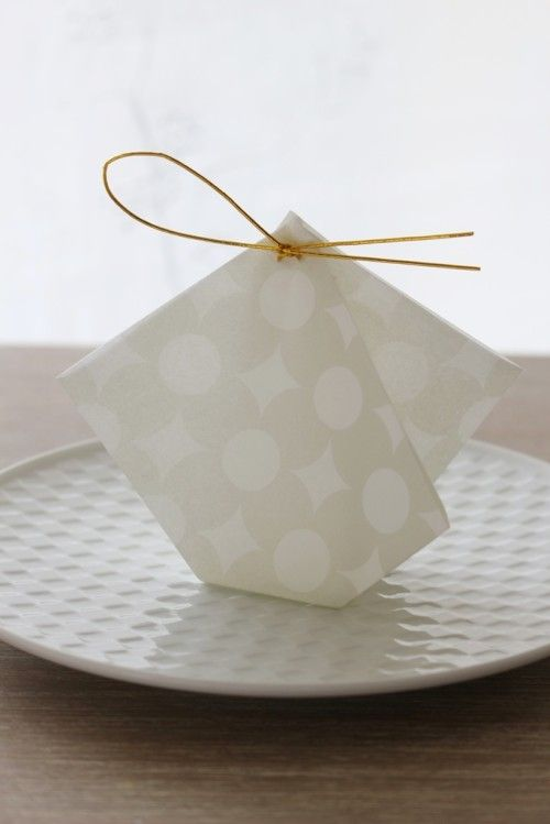 懐紙を使った折形ぽち袋で、お正月の小さなおみやげ