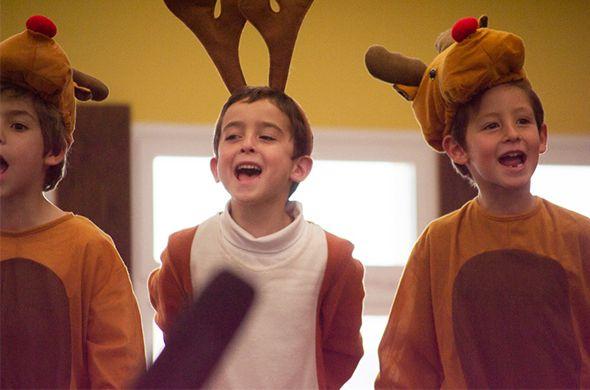 La #navidad se acerca, ¡y en MIT School queremos celebrarla a lo grande! Por ello, el domingo 14 de diciembre, de 12:30h a 17:00h, tendremos un maravilloso #mercadillo navideño organizado por la Parent Community, cuya recaudación será destinada a fondos para que la P.C. pueda seguir organizando eventos y actividades para los #estudiantes.