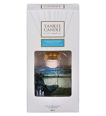 #Yankee #Candles #Yankee Reed #Diffuser #Clean #Cotton 88ml #10214329 #64 #Advantage card #points. #Clean #Cotton is. #sun-dried #cotton #combined with #green #notes, #white #flowers, and a hint of #lemon. #Fragranced reed #diffusers give #continuous, #true-to-life #Yankee #Candle #fragrance and are #perfect when a #flame is not #possible. FREE #Delivery on #orders over 45 GBP. (Barcode EAN=5038580057799)
