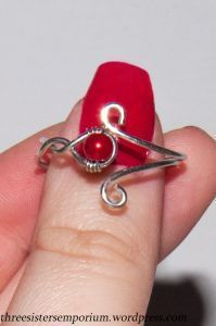 Wire ring with bead ahd curls. #Wire #Jewelry #Tutorials