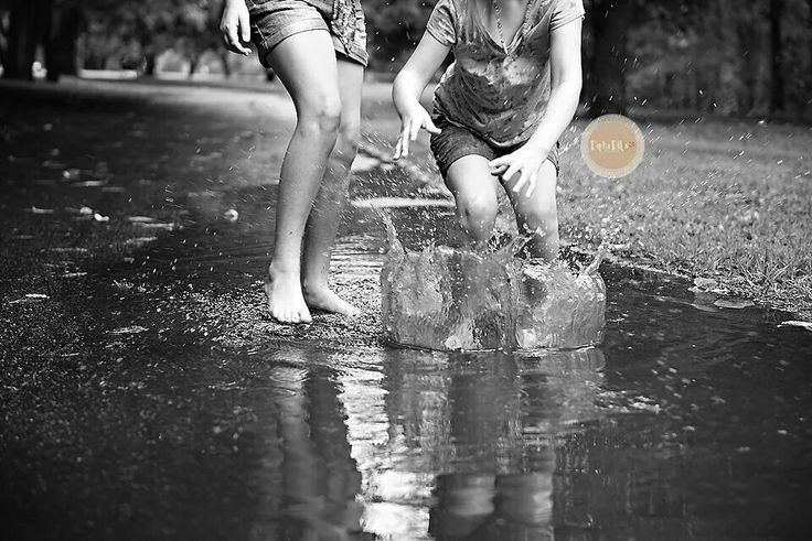 Play in the rain Daphadills Photography