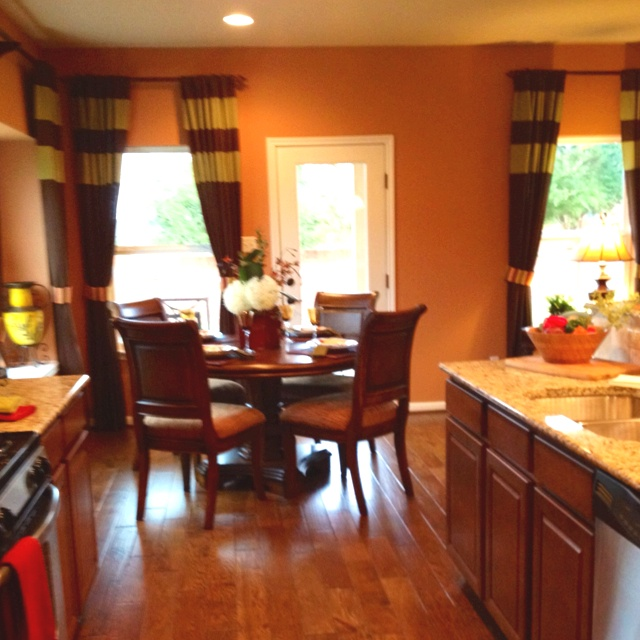 Painted Family Kitchen With Dining Nook: Best 25+ Orange Accent Walls Ideas On Pinterest