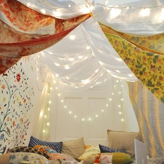 Feeling stir-crazy? Here are 5 wintertime activities that will help you build the ultimate indoor forts for the whole family to enjoy!