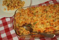 Na het grote succes van de pasta ovenschotel met broccoli en ham, heb ik nu een lekkere variant hierop; een pasta ovenschotel met doperwten en spekjes!