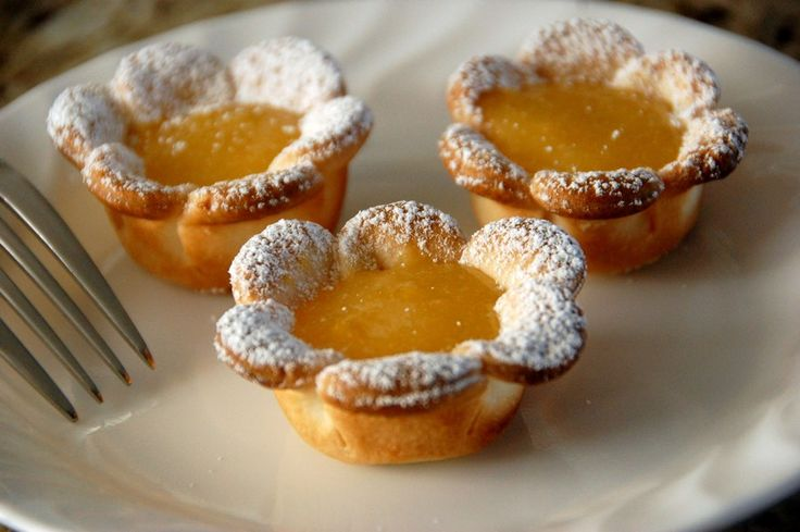 These 3 Ingredient Lemon Daisy Tarts are so quick and easy and totally delicious. You'll love the Mini Lemon Curd Tarts and the Raspberry Lemon Curd Flower Tartlets as well!