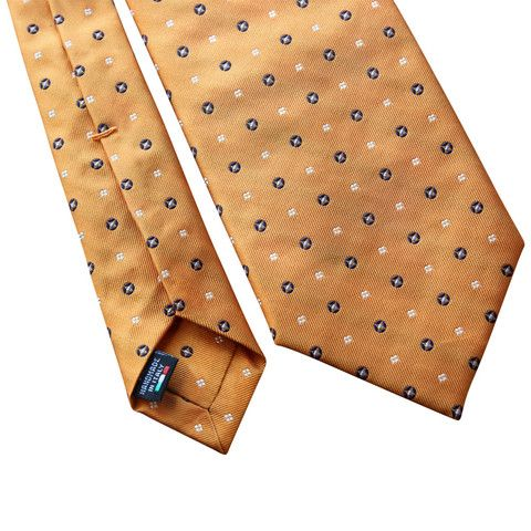 Pheobes  Dee Ellesmere Seven Fold Tie in Orange. All our ties are  handmade in Italy #sevenfoldtie #menswear #style #gentleman