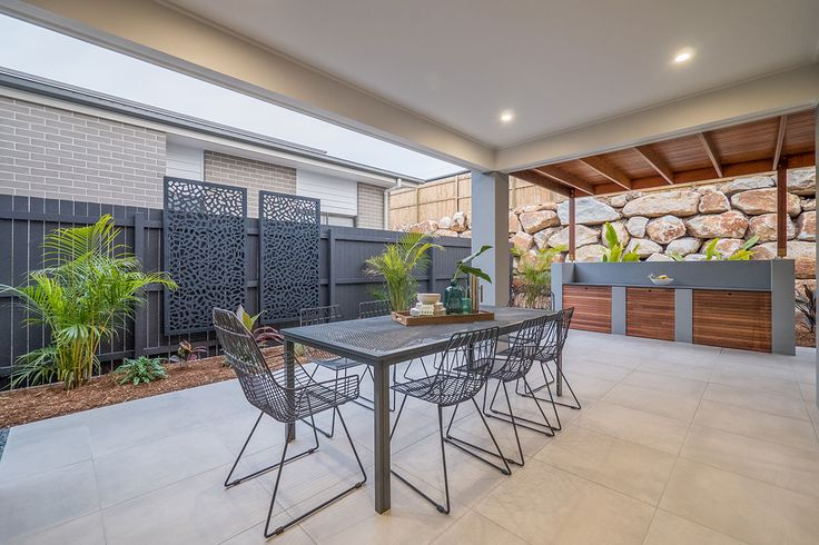 Alfresco. Outdoor kitchen. Outdoor decorative screens. Wire outdoor dining table and chairs.