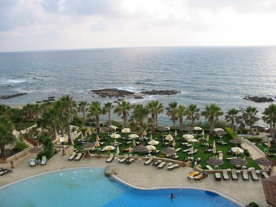 Cyprus: Atlantica Golden Beach Hotel - a review of a Thomson Gold hotel.