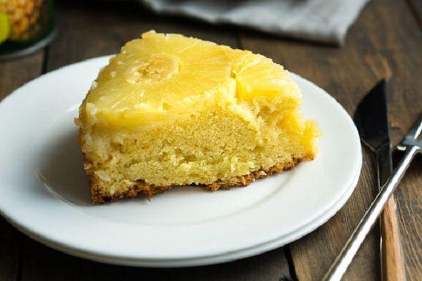 Ананасовый пирог-отличное средство для борьбы с одиночеством | Нет ничего лучше, чем собраться тёплой компанией в узком кругу, приготовить чай и подать к столу ананасовый десерт.