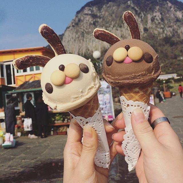 77Pong Korean rabbit ice cream. Cute design. 兔子冰淇淋http://tummyfriend.com/korean-rabbit-ice-cream/
