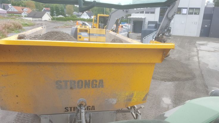 A nice view out the back of the tractor cab. Fan photo from Norway 🇳🇴  #stronga #dumploada #dumper #tipper #trailer #tractor #norway #norge #heavymaterial #heavyduty #site #work #strong #durable #reliable #customer