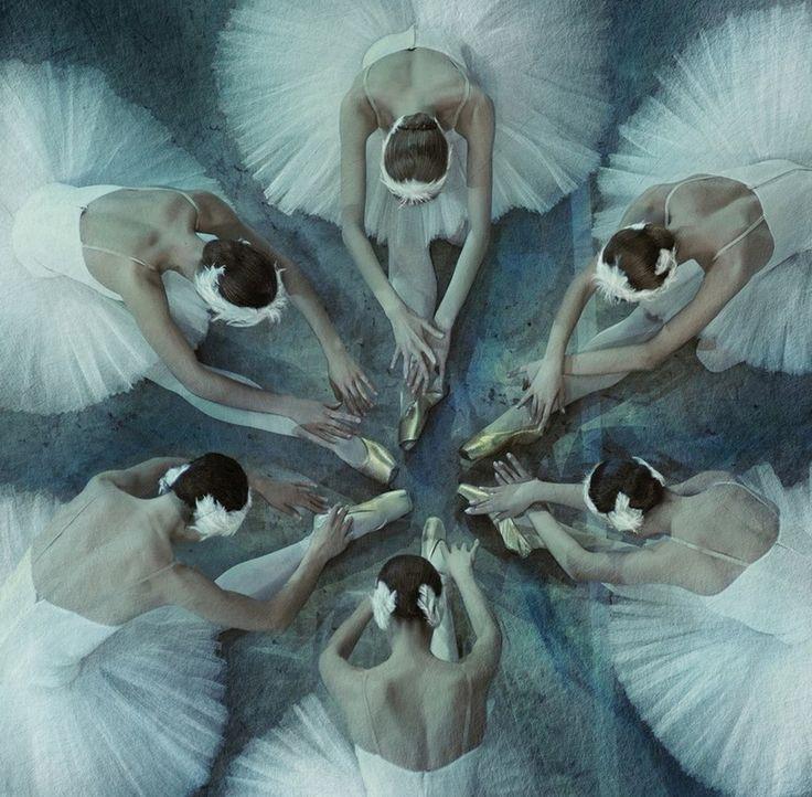Марк Олич - фотограф из Санкт-Петербурга. Фотографирует преимущественно балет. Его фотографии своей чувственностью напоминают картины Дега.