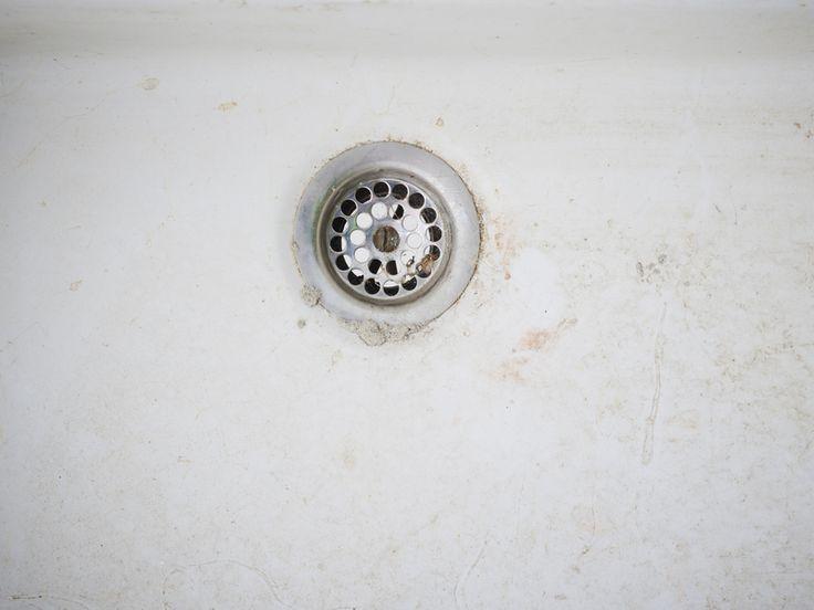 Welche Möglichkeiten es gibt, Waschbecken neu zu beschichten, und wie man das mit Badewannenlack auch selbst machen kann, lesen Sie hier.