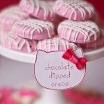 chocolate covered oreos - I've seen these in white, but never thought to make them this pretty!