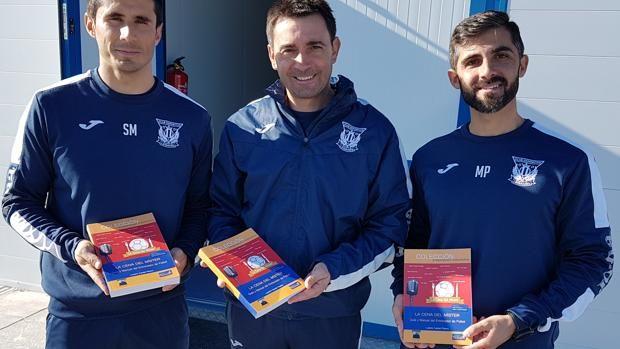 «La cena del míster», el libro de los entrenadores de fútbol http://www.abc.es/deportes/futbol/abci-cena-mister-libro-entrenadores-futbol-201712301440_noticia.html