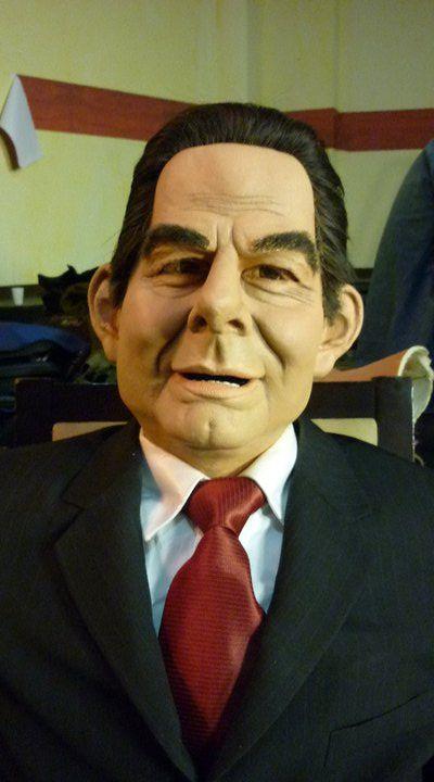 Nuevo enfrentamiento entre Álvaro Furibe y Vargas Lloras Un nuevo enfrentamiento político se gestó este jueves cuando se conocieron denuncias de una supuesta corrupción que estaría adelantando el vicepresidente de la República,  Vargas Lloras, lo que de inmediato fue negado de su parte.