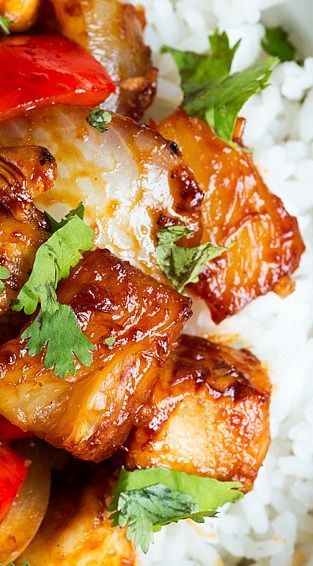 Hawaiian Sticky Chicken with Pineapple - Tender chicken breast, pineapple, onion and peppers, cooked in a sweet and salty sauce until deliciously caramelised.