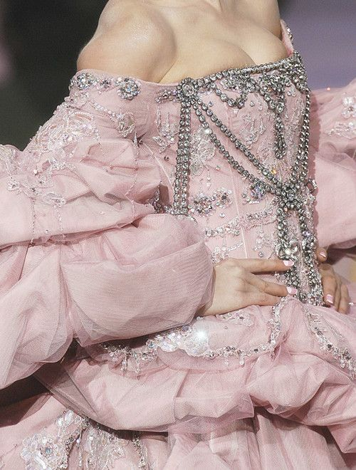 wink-smile-pout:    Christian Dior Haute Couture Fall 2007