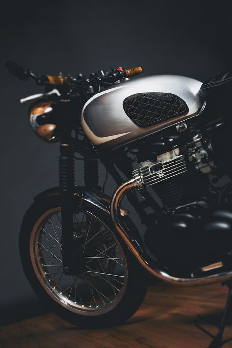 The Kawasaki W650 is a motorcycle that quickly earned itself a place amongst the modern breed of retro motorcycles with 21st-century engineering – a genre that has consistently out-performed manufacturer's expectations since it began in the late 1990s. The similarity between the Kawasaki W650 and the Triumphs of the late '60s is no mistake, in...