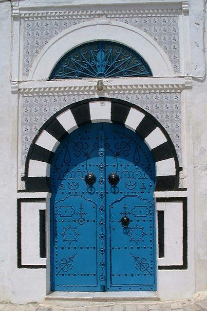 Photo : Porte bleue,  Actualité, Spectacles, Tunisie, Folklore, Tunis. Toutes les photos de Jean claude SINGLA sur L'Internaute