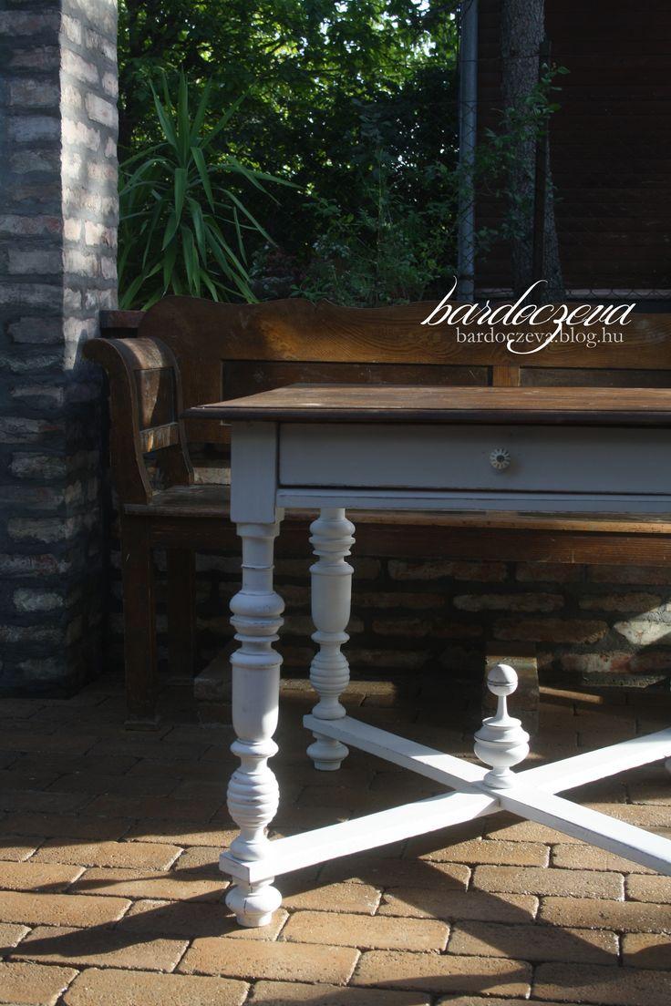 Ónémet asztal átfestése #altdeutsch #tisch #handpainted #chalkpaintedfurniture #furniture #makeover #asztal #bútorfestés