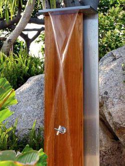 """предназначен для длительной эксплуатации: """"Водопад душ от Джейн Хэмли Уэллс Джейн Хэмли Wells душем на открытом воздухе сочетает в себе дерево и металл в современной скульптуры идеально подходит для вашего открытый спа.  На более семи футов, открытый душ выпускает тонкий слой воды ..."""